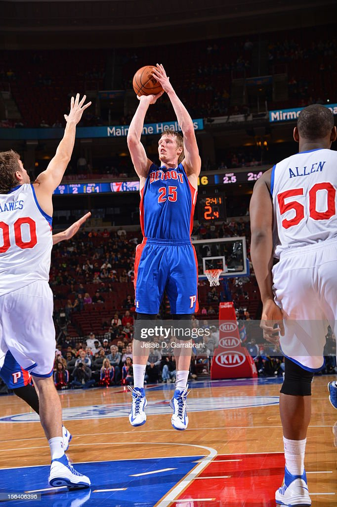 <a gi-track='captionPersonalityLinkClicked' href=/galleries/search?phrase=Kyle+Singler&family=editorial&specificpeople=4216029 ng-click='$event.stopPropagation()'>Kyle Singler</a> #25 of the Detroit Pistons goes for a jump shot during the game between Detroit Pistons and the Philadelphia 76ers at the Wells Fargo Center on November 14, 2012 in Philadelphia, Pennsylvania.