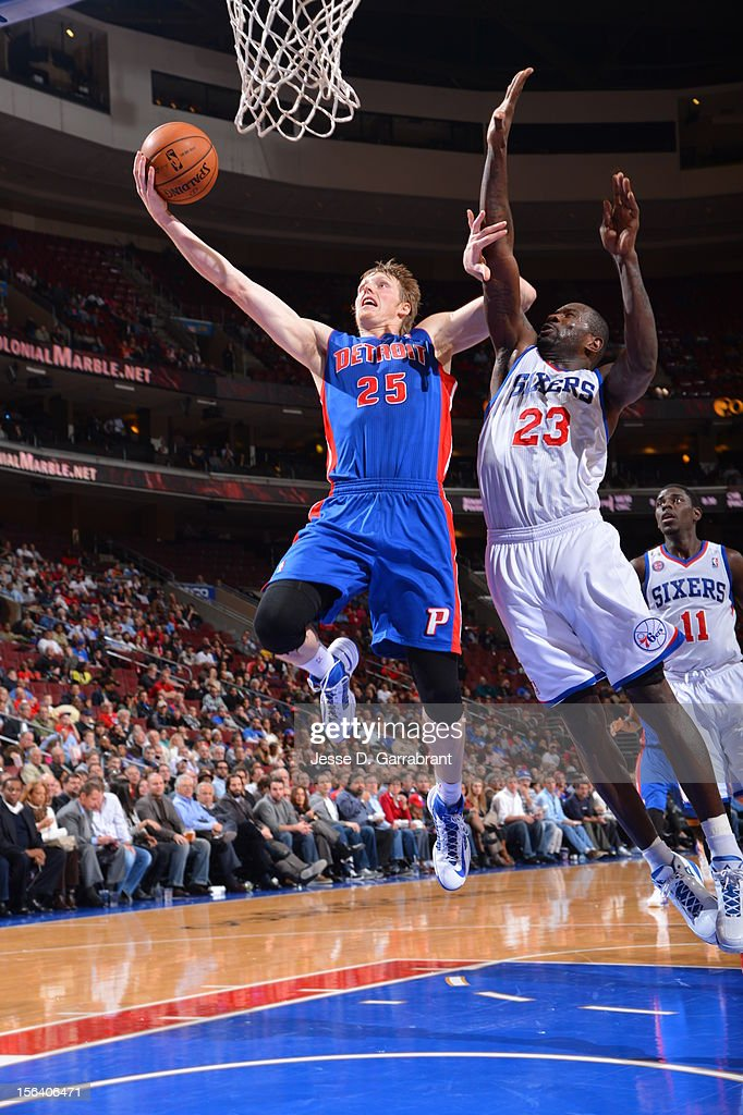 Kyle Singler #25 of the Detroit Pistons goes to the basket against Jason Richardson #23 of the Philadelphia 76ers during the game between Detroit Pistons and the Philadelphia 76ers at the Wells Fargo Center on November 14, 2012 in Philadelphia, Pennsylvania.