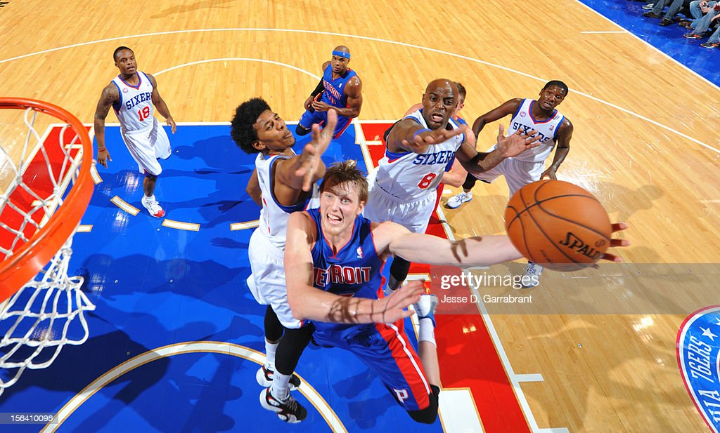 <a gi-track='captionPersonalityLinkClicked' href=/galleries/search?phrase=Kyle+Singler&family=editorial&specificpeople=4216029 ng-click='$event.stopPropagation()'>Kyle Singler</a> #25 of the Detroit Pistons goes to the basket during the game between Detroit Pistons and the Philadelphia 76ers at the Wells Fargo Center on November 14, 2012 in Philadelphia, Pennsylvania.