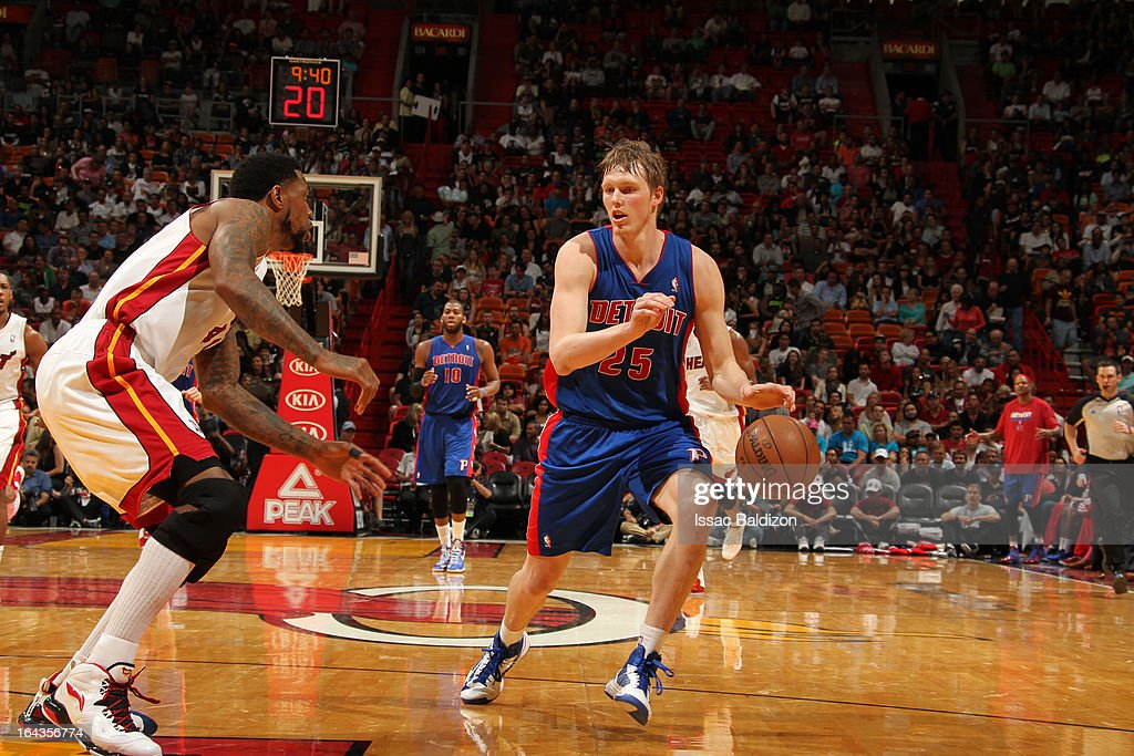 <a gi-track='captionPersonalityLinkClicked' href=/galleries/search?phrase=Kyle+Singler&family=editorial&specificpeople=4216029 ng-click='$event.stopPropagation()'>Kyle Singler</a> #25 of the Detroit Pistons handles the ball against <a gi-track='captionPersonalityLinkClicked' href=/galleries/search?phrase=Udonis+Haslem&family=editorial&specificpeople=201748 ng-click='$event.stopPropagation()'>Udonis Haslem</a> #40 of the Miami Heat on March 22, 2013 at American Airlines Arena in Miami, Florida.