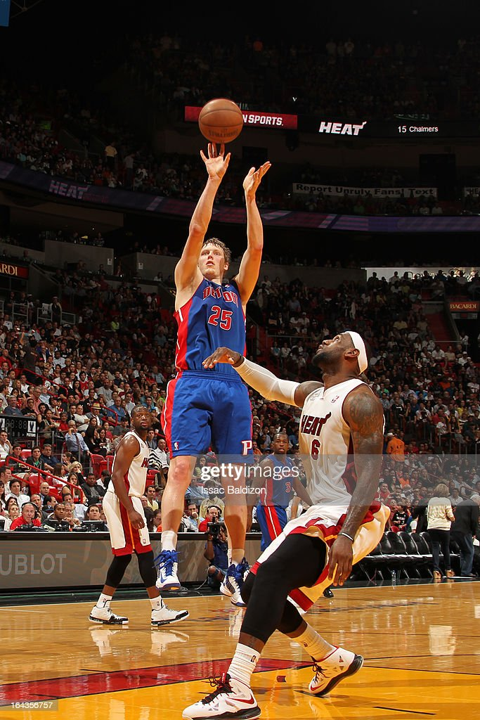 <a gi-track='captionPersonalityLinkClicked' href=/galleries/search?phrase=Kyle+Singler&family=editorial&specificpeople=4216029 ng-click='$event.stopPropagation()'>Kyle Singler</a> #25 of the Detroit Pistons shoots a jumper against <a gi-track='captionPersonalityLinkClicked' href=/galleries/search?phrase=LeBron+James&family=editorial&specificpeople=201474 ng-click='$event.stopPropagation()'>LeBron James</a> #6 of the Miami Heat on March 22, 2013 at American Airlines Arena in Miami, Florida.
