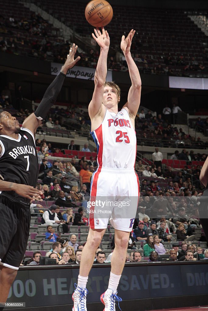 <a gi-track='captionPersonalityLinkClicked' href=/galleries/search?phrase=Kyle+Singler&family=editorial&specificpeople=4216029 ng-click='$event.stopPropagation()'>Kyle Singler</a> #25 of the Detroit Pistons shoots against <a gi-track='captionPersonalityLinkClicked' href=/galleries/search?phrase=Joe+Johnson+-+Giocatore+di+basket&family=editorial&specificpeople=201652 ng-click='$event.stopPropagation()'>Joe Johnson</a> #7 of the Brooklyn Nets on February 6, 2013 at The Palace of Auburn Hills in Auburn Hills, Michigan.