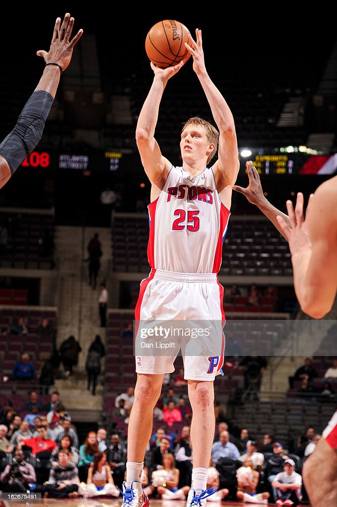 <a gi-track='captionPersonalityLinkClicked' href=/galleries/search?phrase=Kyle+Singler&family=editorial&specificpeople=4216029 ng-click='$event.stopPropagation()'>Kyle Singler</a> #25 of the Detroit Pistons shoots against the Atlanta Hawks on February 25, 2013 at The Palace of Auburn Hills in Auburn Hills, Michigan.