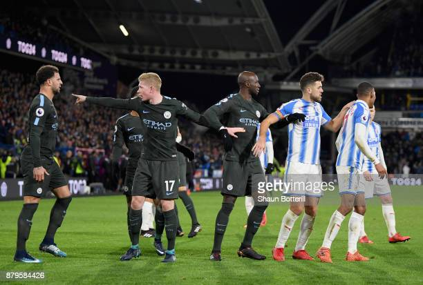 Kyle Walker Kevin De Bruyne and Eliaquim Mangala of Manchester City argue with Tommy Smith and Rajiv van La Parra of Huddersfield Town after the...