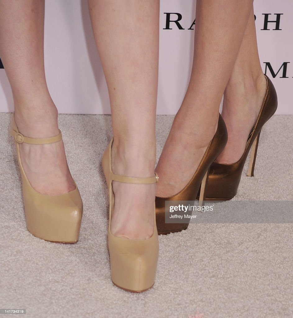 <a gi-track='captionPersonalityLinkClicked' href=/galleries/search?phrase=Kylie+Jenner&family=editorial&specificpeople=870409 ng-click='$event.stopPropagation()'>Kylie Jenner</a> and Kendall Jenner (shoe detail) arrive at 'The Vow' Los Angeles Premiere at Grauman's Chinese Theatre on February 6, 2012 in Hollywood, California.