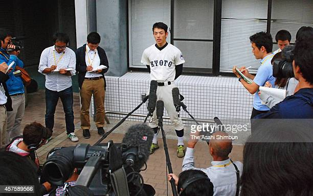 Kyoto University pitcher Eisuke Tanaka is surrounded by reporters after the Kansai University Baseball league game against Kansei Gakuin University...