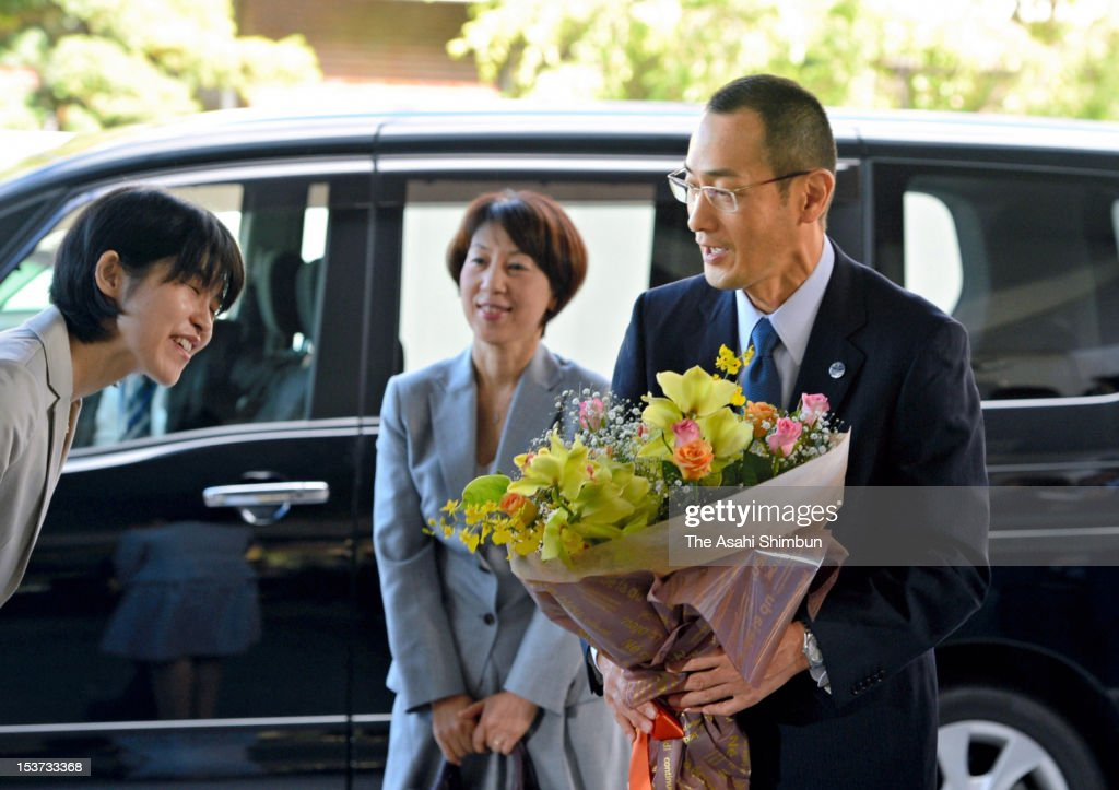 Kyoto University Professor <a gi-track='captionPersonalityLinkClicked' href=/galleries/search?phrase=Shinya+Yamanaka&family=editorial&specificpeople=4810477 ng-click='$event.stopPropagation()'>Shinya Yamanaka</a> (R) receives a flower bunch upon arrival at Kyoto University on October 9, 2012 in Kyoto, Japan. Yamanaka and Sir John Gurdon have both been awarded the Nobel prize for medicine or physiology for their work as pioneers of stem cell research.