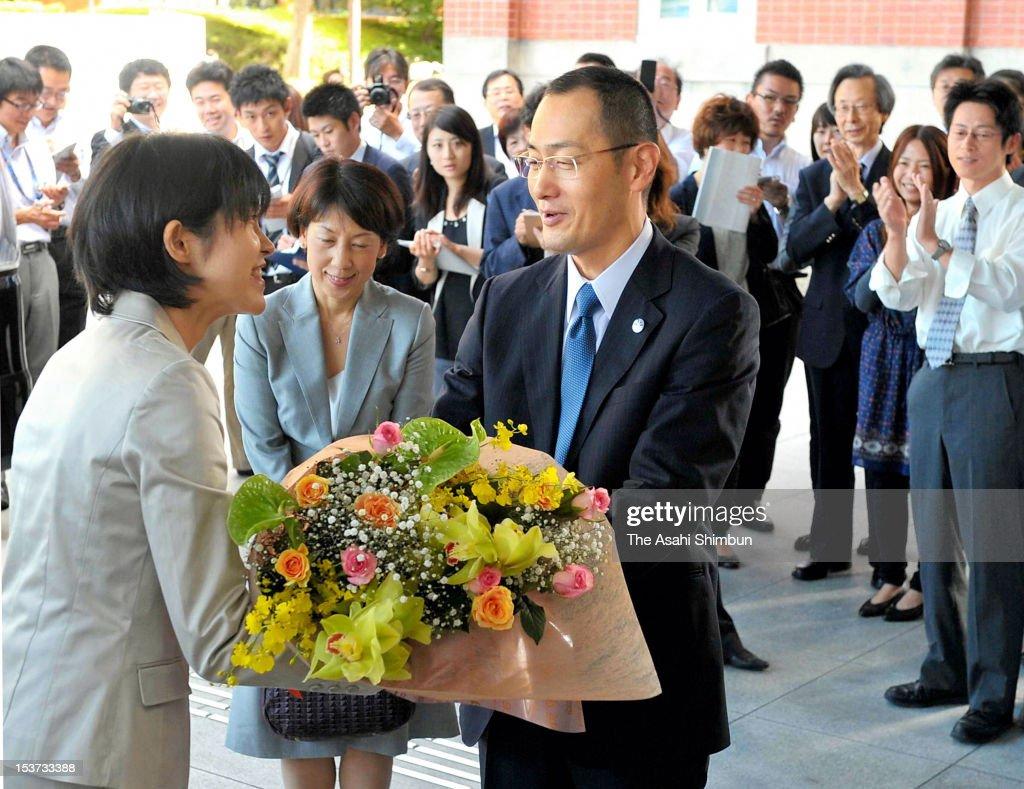 Kyoto University Professor Shinya Yamanaka receives a flower bunch upon arrival at Kyoto University on October 9 2012 in Kyoto Japan Yamanaka and Sir...