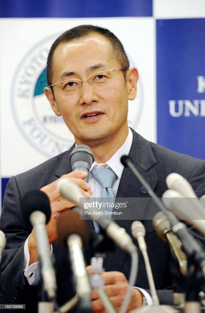 Kyoto University Professor Shinya Yamanaka speaks during a press conference at Kyoto University on October 8 2012 in Kyoto Japan Yamanaka and Sir...