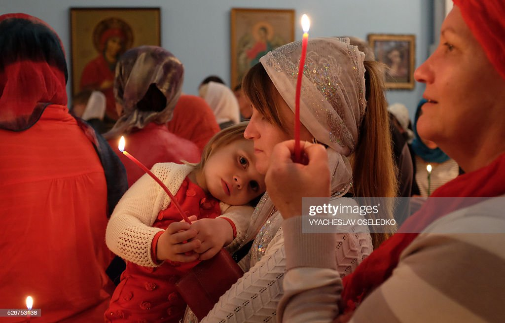 Kyrgyz Orthodox believers attend a midnight mass as they celebrate Orthodox Easter at a church in a village outside Bishkek early on May 1, 2016. / AFP / VYACHESLAV