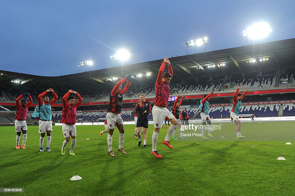 Kystian Bielik of Arsenal warms up before the match between Anderlecht and Arsenal at Constant Vanden Stock Stadium on February 9, 2016 in Brussels, Bruxelles-Capitale, Region de.
