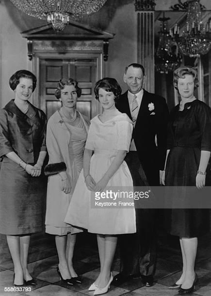 A l issue de la ceremonie de confirmation de gauche a droite au Palais royal la Princesse Benedikte la Reine Ingrid la Princesse AnneMarie en robe...
