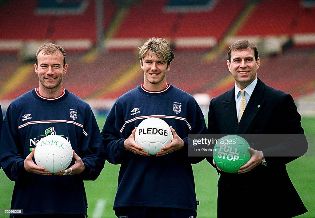 ¿Cuánto mide Alan Shearer? - Real height L-to-r-alan-shearer-david-beckham-and-prince-andrew-at-wembley-to-picture-id52098008