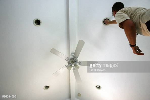 La Canada CA – December 30 2008 Jon Arnett a conservation specialist of KEMA SERVICES Inc installs six free compact fluorescent bulbs during a free...