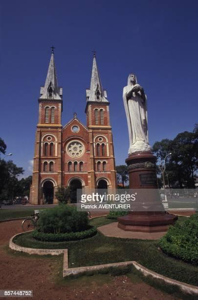 La cathedrale NotreDame en janvier 1992 a HoChiMinhVille Vietnam