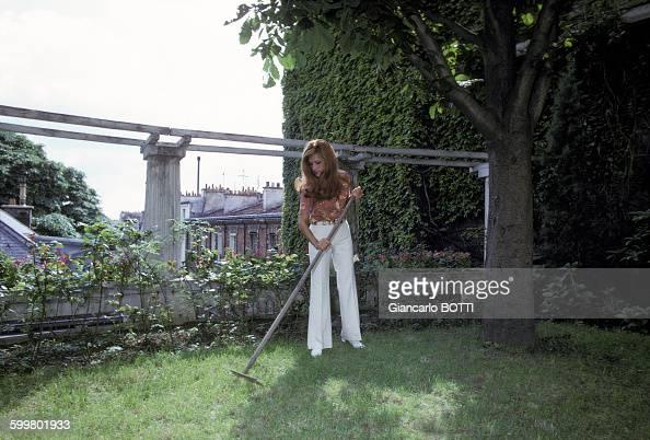 Dalida chez elle pictures getty images - Les jardins de montmartre ...