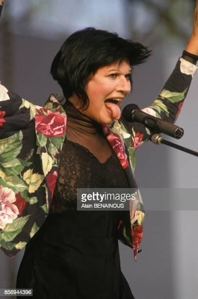 La chanteuse Guesch Patti sur scene a la Fete de l'Humanite le 15 septembre 1990 a la Courneuve France