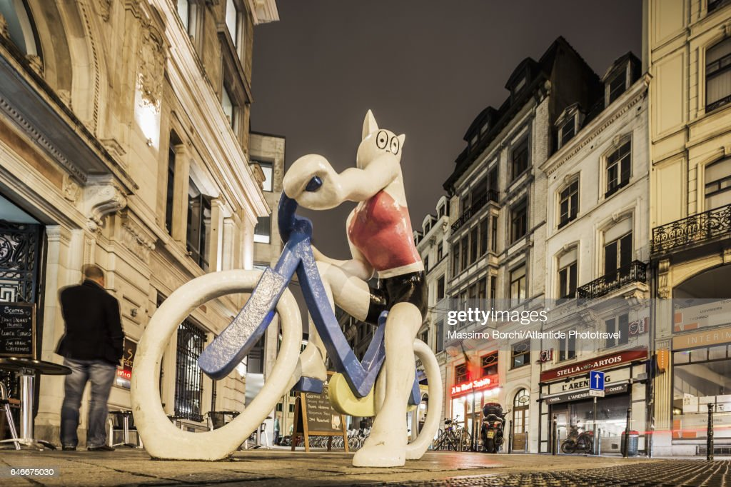 La Chatte à Bicyclette Statue (sculptor Alain Séchas) : Stock Photo