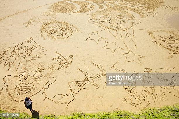 La Concha Beach, Sand Drawings