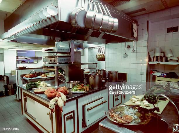La cuisine du restaurant du chef cuisinier français Alain Passard à Paris le 28 janvier 2000 France