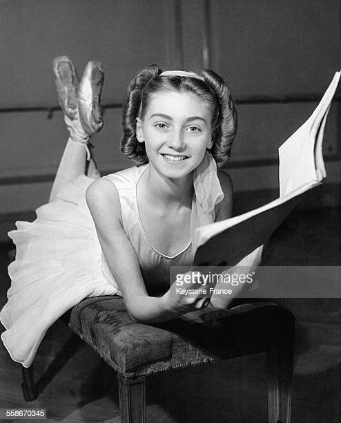 La danseuse britannique de quatorze ans Yvonne Marsh qui vient d'être sélectionnée pour tenir le rôle principal du film 'Little Ballerina' en pleine...
