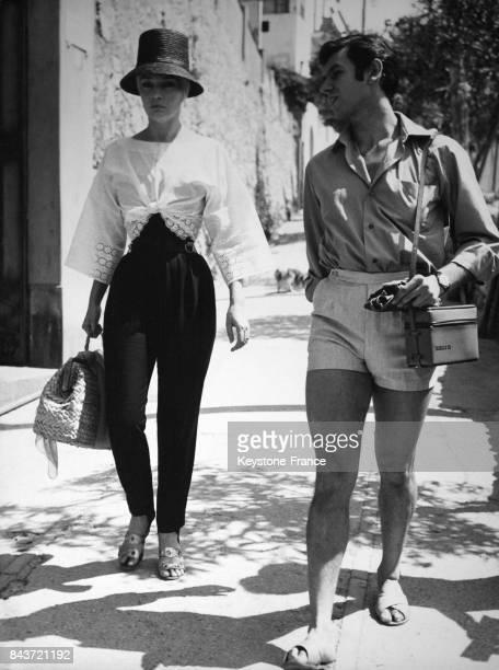La danseuse Ludmila Tcherina et le danseur Corrado Lopez en vacances à Capri en Italie en août 1961