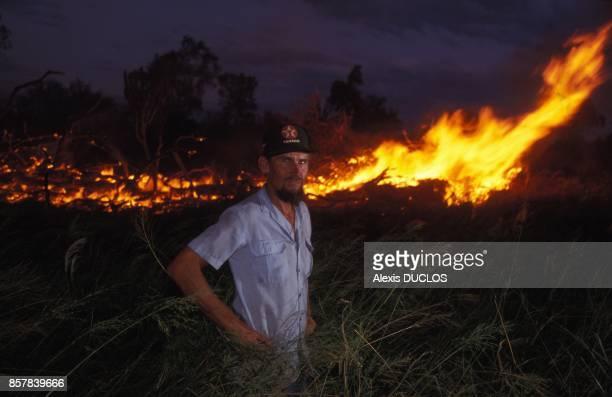 La deforestation et ses consequences au Paraguay ici Marlin Harms pose devant son incendie dans la region du Chaco en mars 1992 au Paraguay