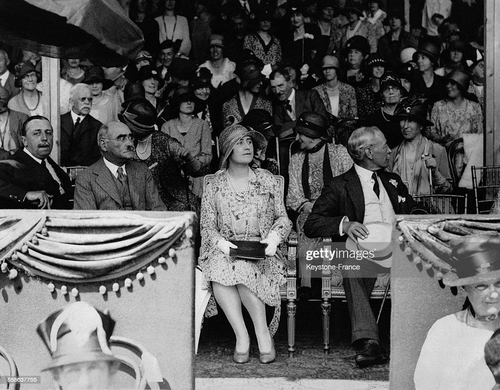 La Duchesse d'York et <a gi-track='captionPersonalityLinkClicked' href=/galleries/search?phrase=Rudyard+Kipling&family=editorial&specificpeople=208789 ng-click='$event.stopPropagation()'>Rudyard Kipling</a> assistent au cortege de la Foret d'Ashdown depuis la loge royale le 17 juillet 1929 a Ashdown, Royaume-Uni.