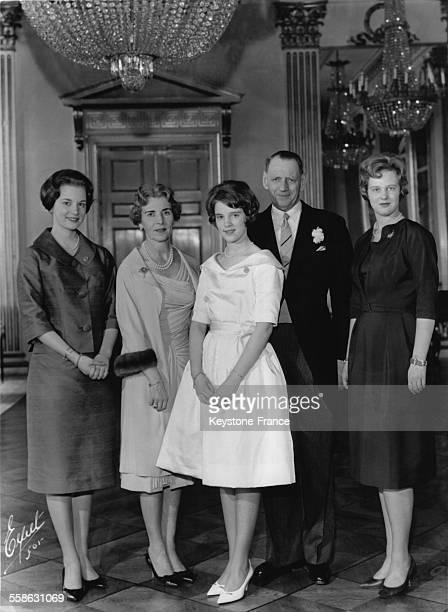 La Famille royale Princesse Benedikte Reine Ingrid Princesse AnneMarie Roi Frederik et Princesse Margrethe au Palais Fredensborg le 23 mars 1961 a...