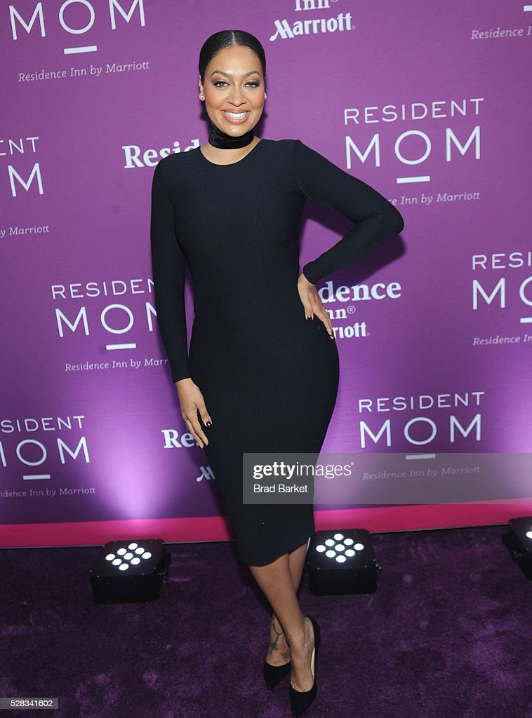 <a gi-track='captionPersonalityLinkClicked' href=/galleries/search?phrase=La+La+Anthony&family=editorial&specificpeople=209433 ng-click='$event.stopPropagation()'>La La Anthony</a> receives the 2016 Resident Mom Award from Residence Inn by Marriotts Red Cross Moms At Mother's Day Suite Party on May 4, 2016 in New York City.