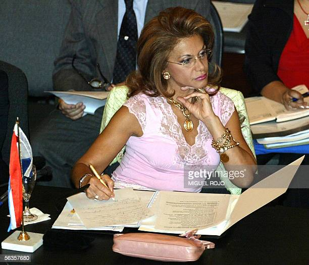 La ministra de Relaciones Exteriores de Paraguay Leila Rachid participa de una reunion con sus homologos del Mercosur en el marco del Consejo del...