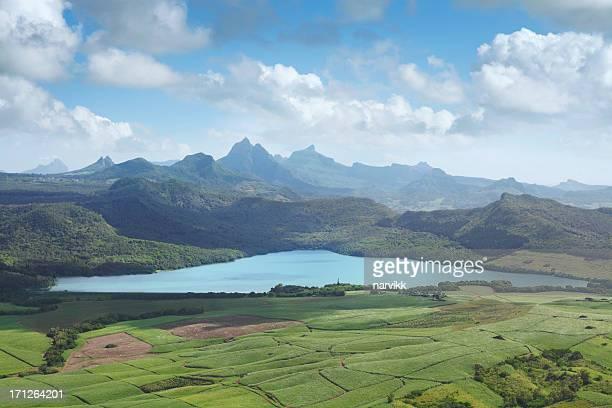 La Nicoliere lake und mauritianischen mountains