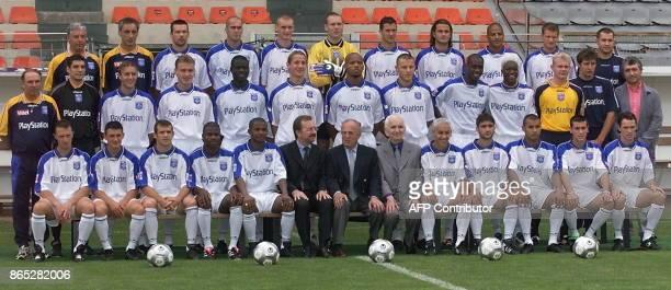 la nouvelle équipe de l'AJ Auxerre pose le 27 juillet 2000 à Auxerre deux jours avant la reprise du championnat de France de football de D1 2000/2001...