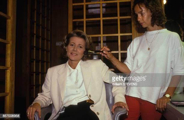 La presentatrice du journal de TF1 Claire Chazal en seance de maquillage le 17 aout 1991 a Paris France