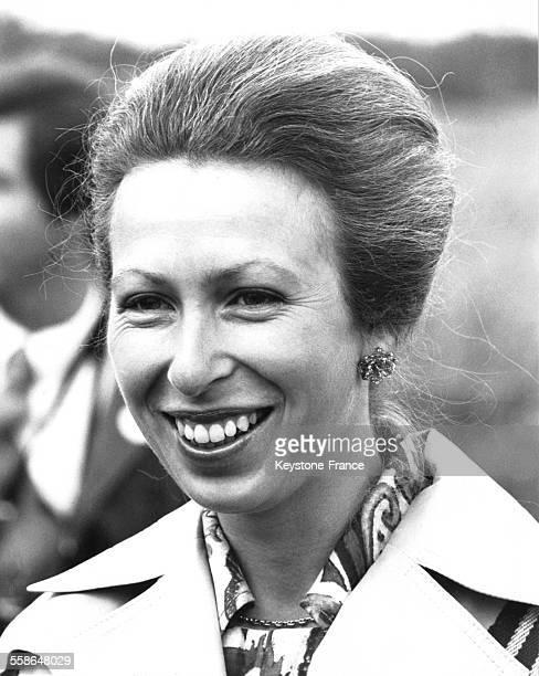 La Princesse Anne assiste a l'epreuve de tir du pentathlon feminin circa 1970 a Dartford RoyaumeUni