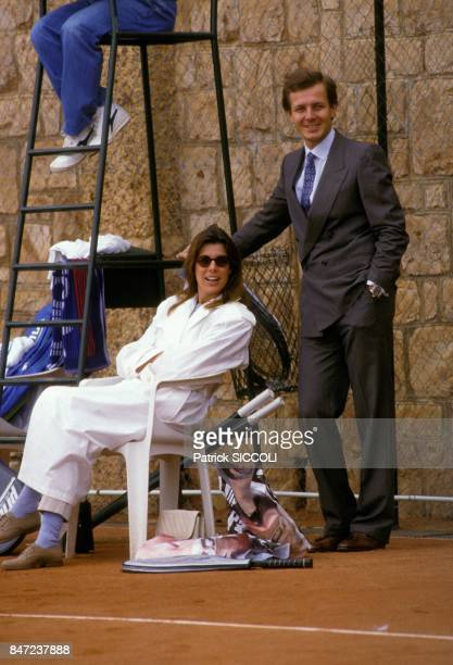 La Princesse Caroline de Monaco et son epoux Stefano Casiraghi observant un match de tennis de l'Open de Monte Carlo le 20 avril 1988 a Monaco