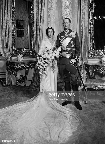 La Princesse Feodora niece du Roi Christian et son mari le Prince Christian de Lippe apres la ceremonie de mariage le 11 septembre 1937 a Copenhague...