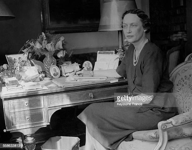 La Princesse Marguerite fille du Prince Valdemar et de la Princesse Marie de Danemark a son bureau circa 1930