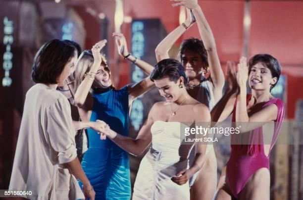 La princesse Stéphanie de Monaco présente sa ligne de maillots de bain dans une une émission de télévision en octobre 1985 à Paris France