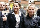 La présidente socialiste de la région PoitouCharente Ségolène Royal et la créatrice de mode Agnès B visitent le 31 mars 2010 le salon Made in France...