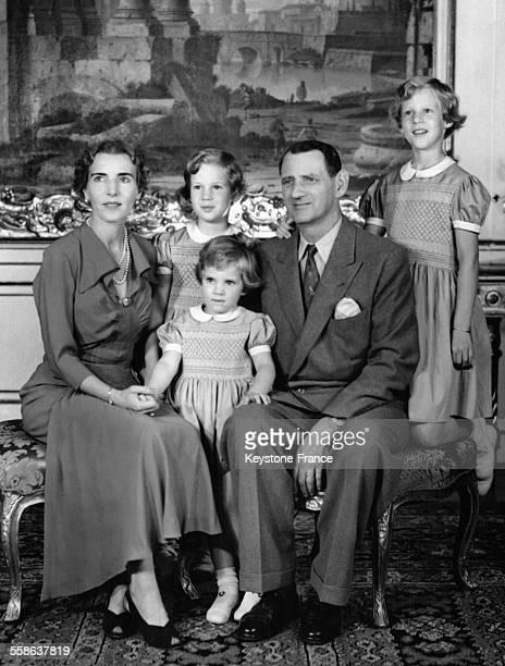 La reine Ingrid la princesse AnneMarie la princesse Benedikte la princesse Margrethe et le roi Frédéric IX photographiés à Copenhague Danemark en 1950