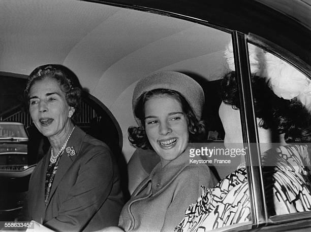 La Reine Ingrid photographiee avec sa fille Princesse AnneMarie a leur arrivee le 21 juin 1962 a Londres Royaume Uni
