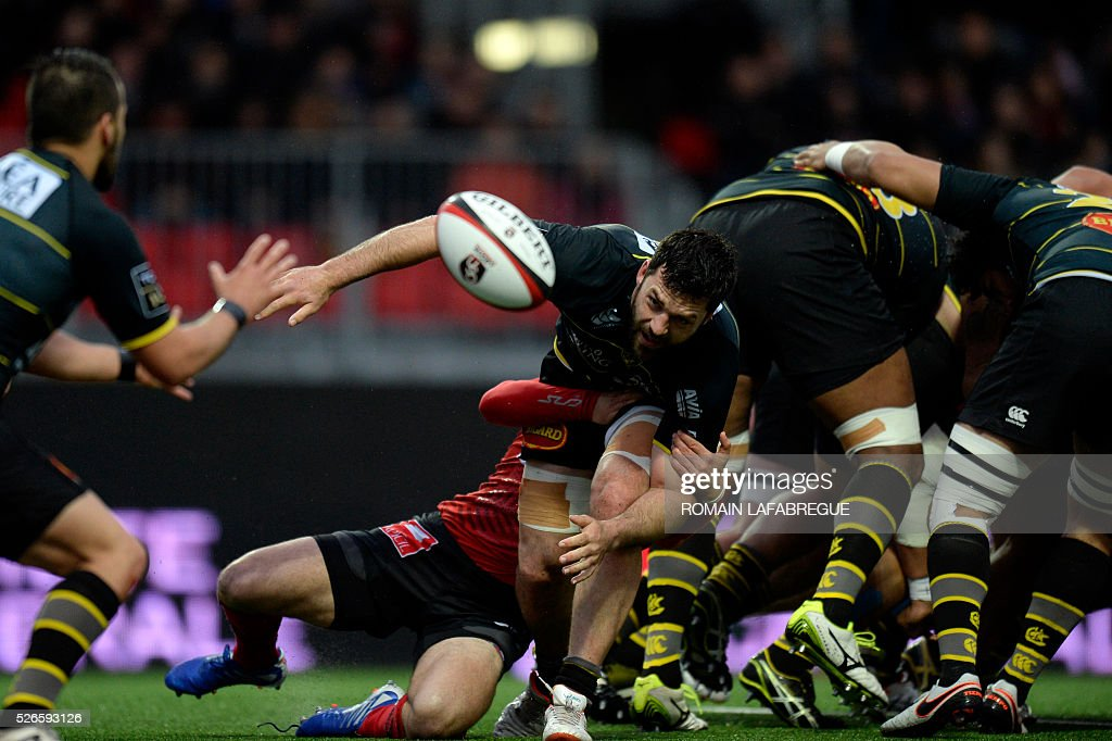 La Rochelle's French number Kevin Gourdon clears the ball from a scrum during the French Top 14 Rugby Union match between Oyonnax and La Rochelle on April 30, 2016 at the Charles-Mathon stadium in Oyonnax, central-eastern France. / AFP / ROMAIN