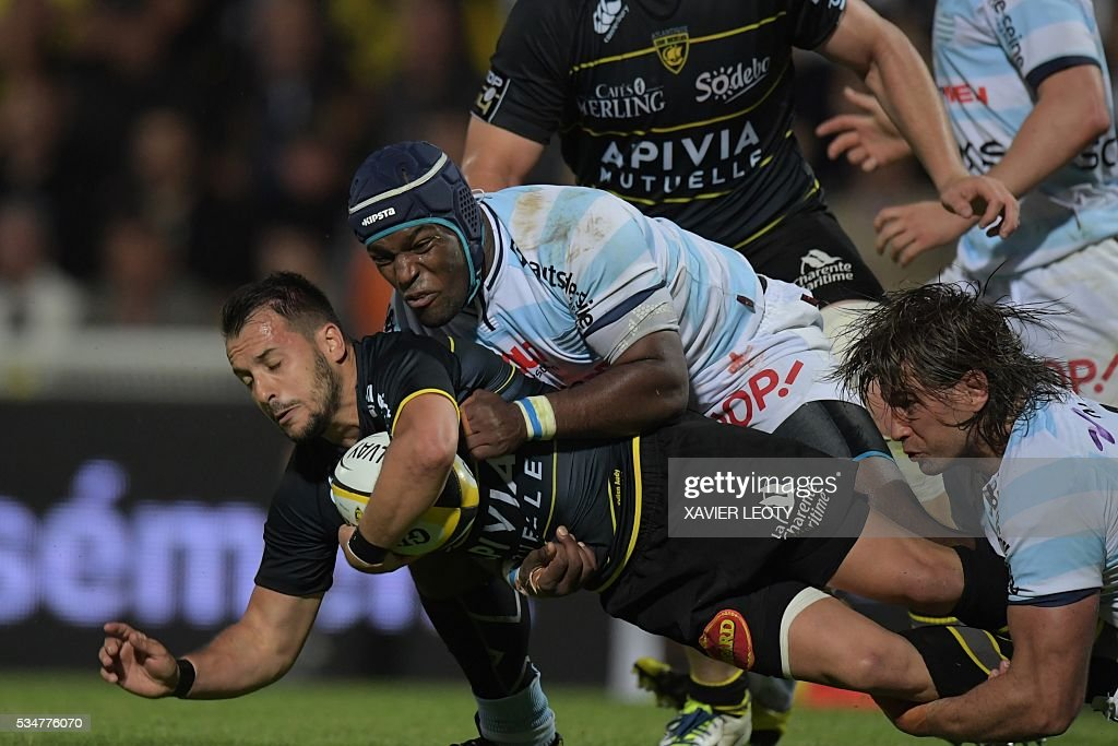 La Rochelle's Jason Eaton runs with the ball during the French Top 14 rugby union match La Rochelle vs Racing 92 on May 27, 2016 at the Marcel Deflandre stadium in La Rochelle, southwestern France.