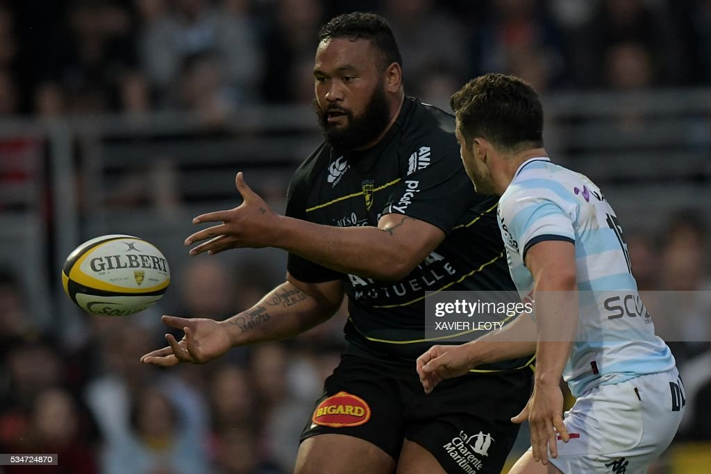 La Rochelle's New Zealander prop Uini Atonio passes the ball during the Top 14 rugby union match La Rochelle vs Racing 92 on May 27, 2016 at the Marcel Deflandre stadium in La Rochelle, southwestern France.