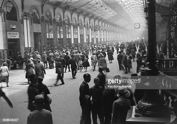 La salle des pas perdus dans la Gare SaintLazare à Paris France circa 1930