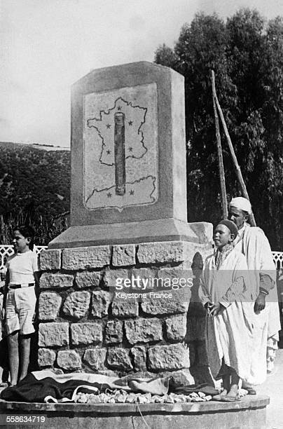 La stèle offerte par les anciens du Bataillon d'Etaples ayant cantonnés à Beni Amrane pendant la guerre en Algérie circa 1940