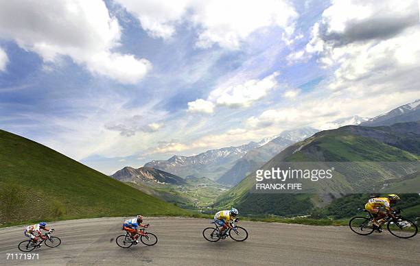 US Levi Leipheimer rides in the leading pack during the 6th stage between Briancon and La Toussuire of the 58th Dauphine Libere cycling race 10 June...