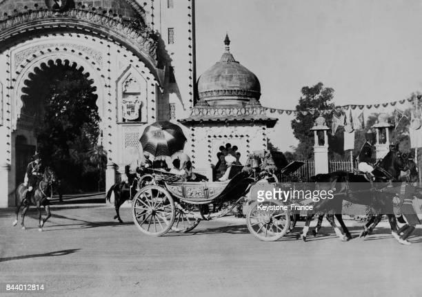 La voiture du Maharaja Sayaji Rao III Gaekwar arrivant au Mandup lors du jubilé de diamant du Gaekwar à Baroda Inde le 14 janvier 1936