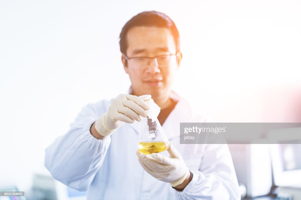 lab researcher working in the lab : Photo